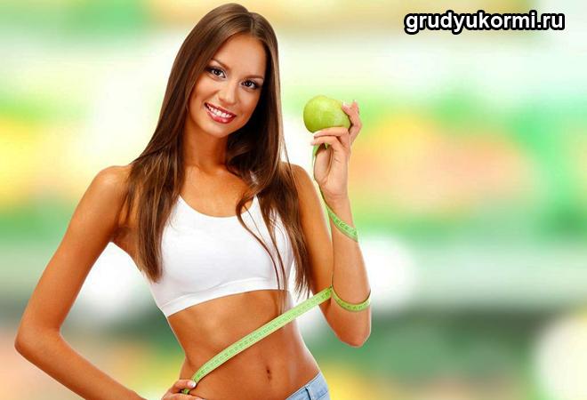 Девушка обвила сантиметром талию и руку, держит яблоко