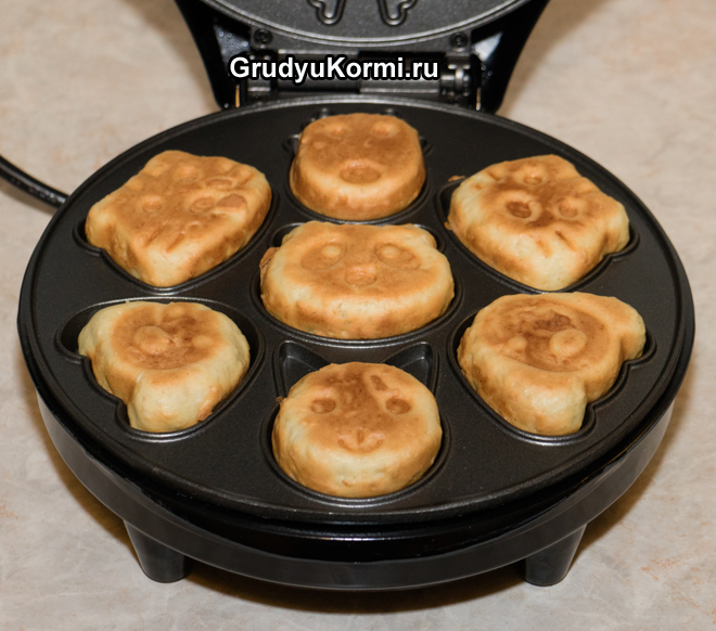 Приготовление вафель в вафельнице
